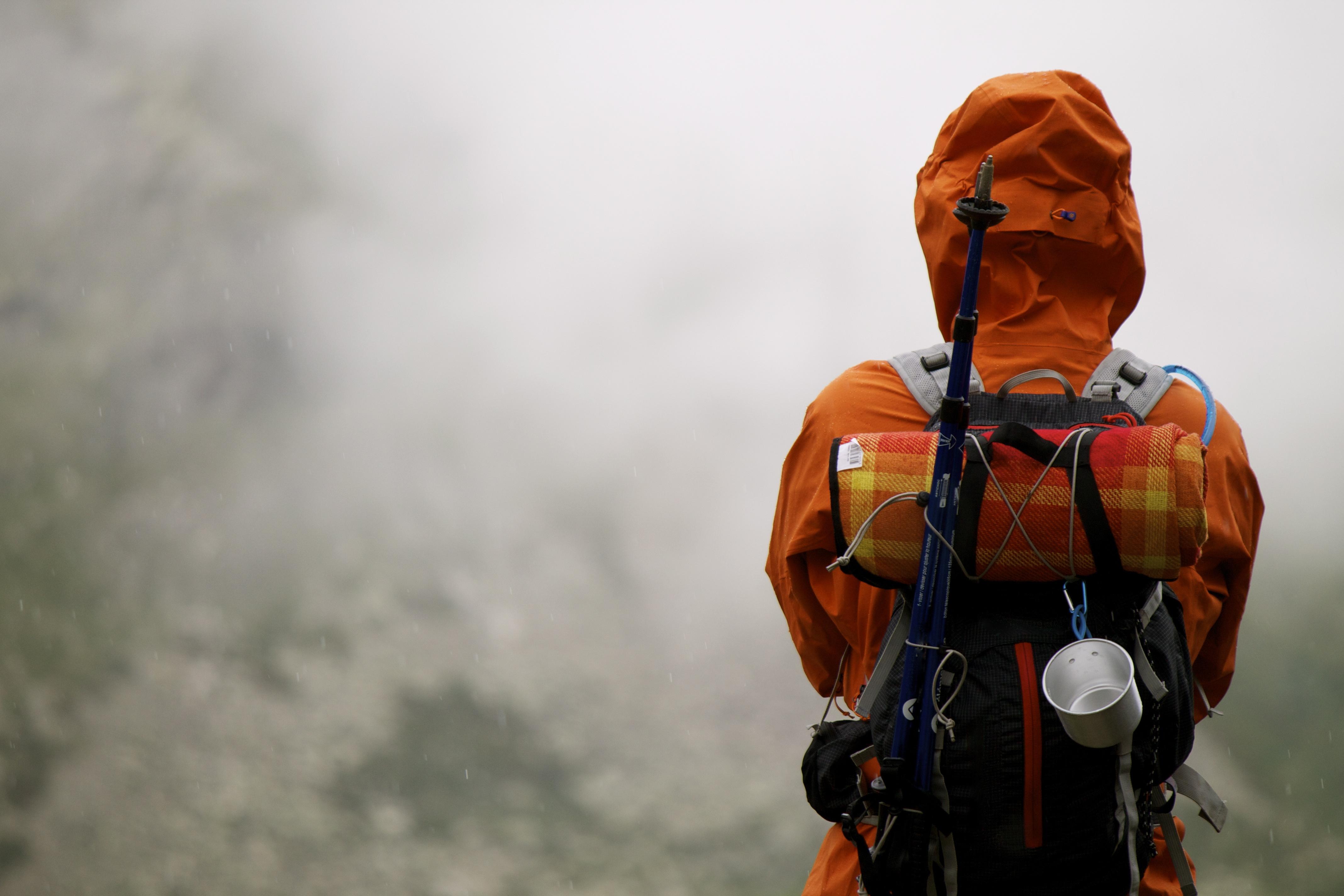 backpacker_overlooking_mist